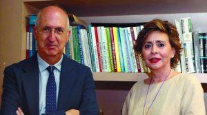 Miguel Ángel Riezu, junto a Inés Artajo